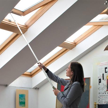 Finestra velux per tetto tipo gzl modello 1051b maniglia for Velux tetto in legno